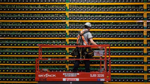 """Although the financial services sector with cryptocurrencies is one of the first to adopt the technology of """"blockchain"""", others such as health, automotive and energy will not be left behind 