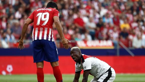 Advíncula y el duro cruce de palabras con Diego Costa. (Foto: AFP)