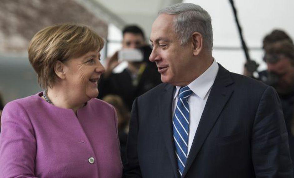 La canciller alemana, Angela Merkel, saludó al primer ministro de Israel, Benjamin Netanyahu, a su llegada a la cancillería en Berlín. (Foto: AFP)