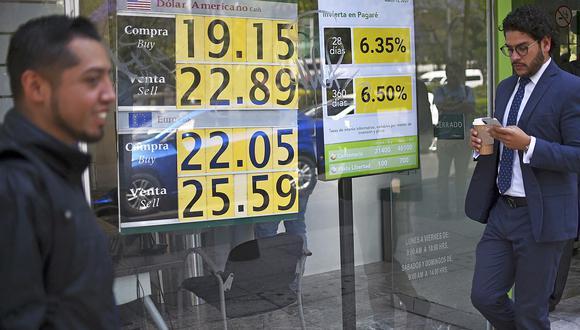 El dólar se negociaba a 20,1 pesos en el mercado de México este lunes. (Foto: Reuters)