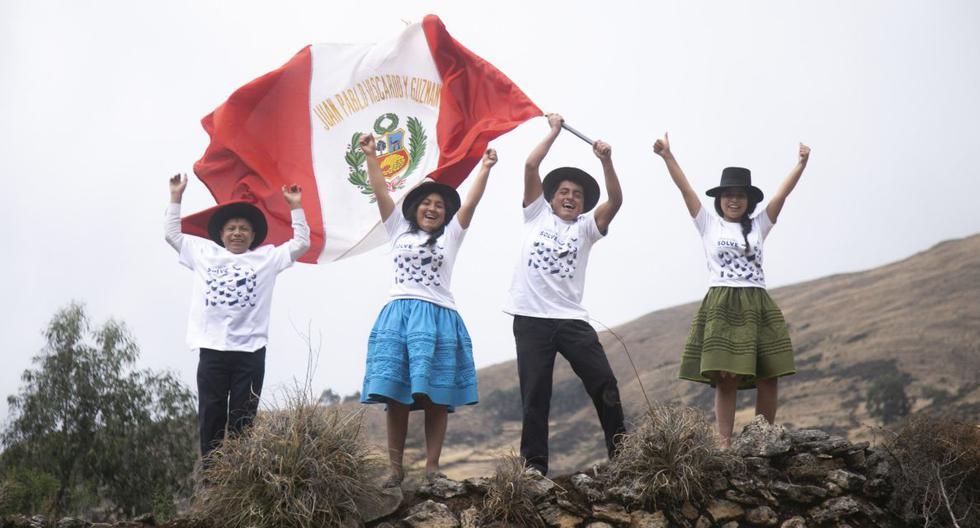 Los alumnos de la institución educativa Juan Pablo Vizcardo y Guzmán, de Ayacucho, fueron los ganadores del concurso Soluciones para el Futuro, de Samsung. Su proyecto busca combatir la anemia a partir de la utilización de una planta local. (Foto: Samsung)