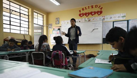 Tres veces por semana, 18 becarios del Pronabec imparten clases en shipibo-konibo en la I.E. Comunidad Shipiba. (Foto: César Campos/El Comercio)