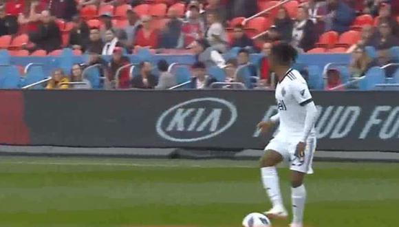 Yordy Reyna sigue brindando asistencias asombrosas en la MLS. El delantero peruano del Vancouver Whitecaps se robó los aplausos por esta acción individual llena de ingenio y desparpajo. (Foto: captura de video)