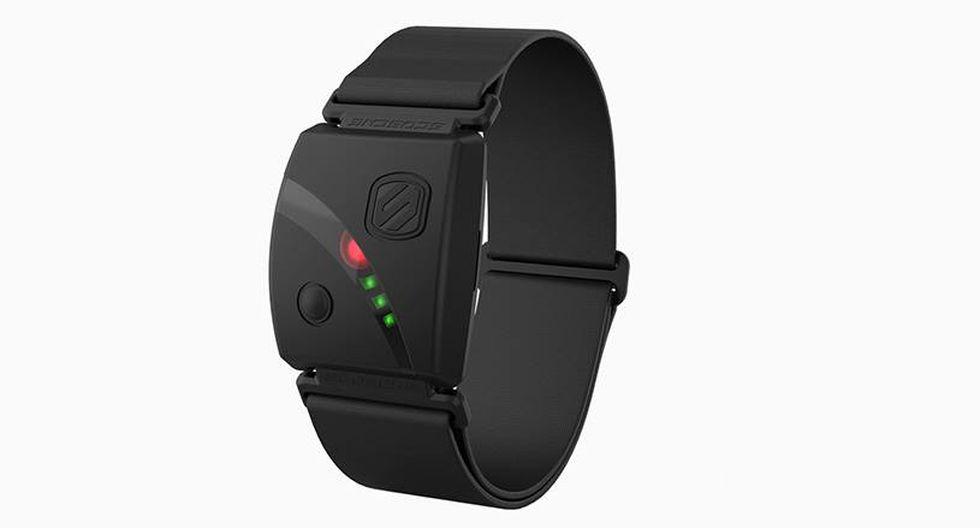 6. Monitor cardiaco SCOSCHE Rhythm24. Cómodo brazalete que mide la frecuencia cardíaca para maximizar el potencial en el running, así como en el ciclismo y la natación. Tiene una batería que puede durar hasta 24 horas y no necesita estar conectado a un celular.