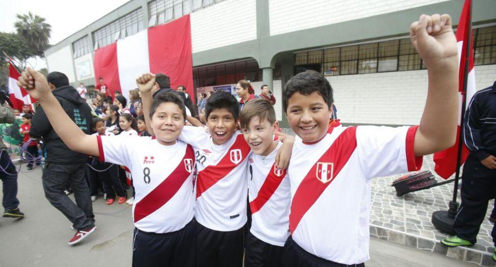 El Ministerio de Educación indicó, a través de un comunicado, que las clases en los colegios públicos y privados quedarán suspendidas el jueves 16 de noviembre, en caso la selección peruana clasifique al Mundial Rusia 2018. (El Comercio)