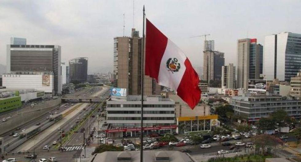 La expectativa de la agencia calificadora es que el grado de inversión del país se mantenga resiliente ante la crisis política. (Foto: Archivo)