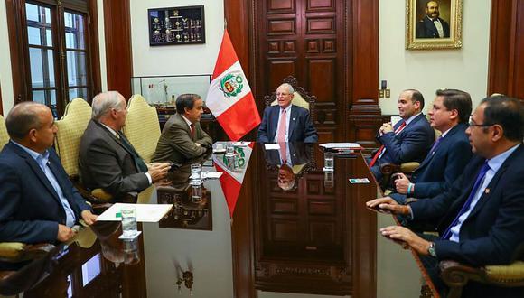 El presidente PPK recibió en el Palacio de Gobierno a los cinco congresistas de Acción Popular. (Difusión)