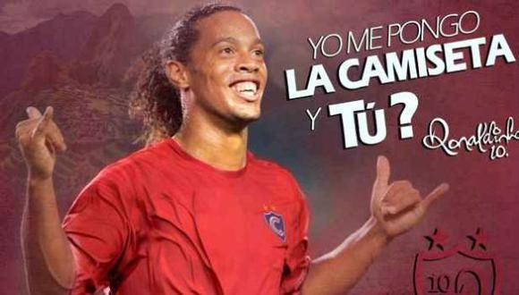 La página de Facebook de Cienciano publicó un video donde Ronaldinho señala que se pondrá la camiseta imperial. (Foto: Cienciano)