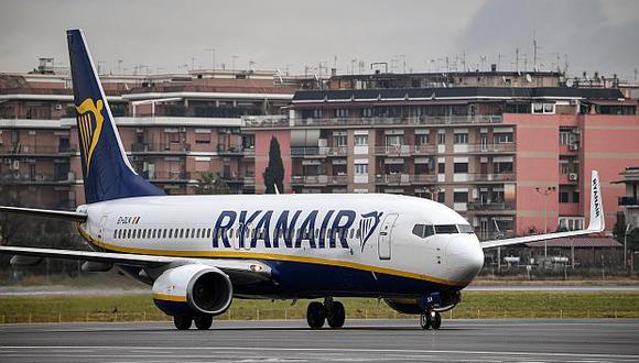 Ryanair reportó que su beneficio cayó el 21% en el primer trimestre de su ejercicio fiscal, hasta los 243 millones de euros. (Foto: AFP)<br>