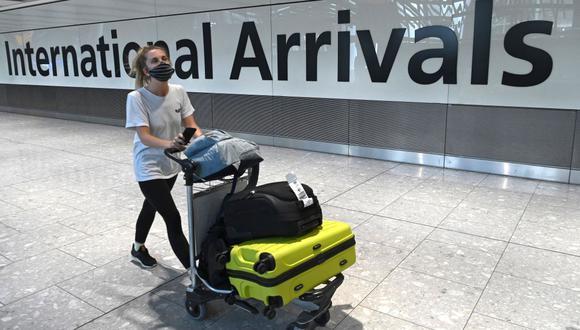 Reino Unido exigirá dos pruebas de coronavirus a los viajeros tras su llegada. (Foto: DANIEL LEAL-OLIVAS / AFP).