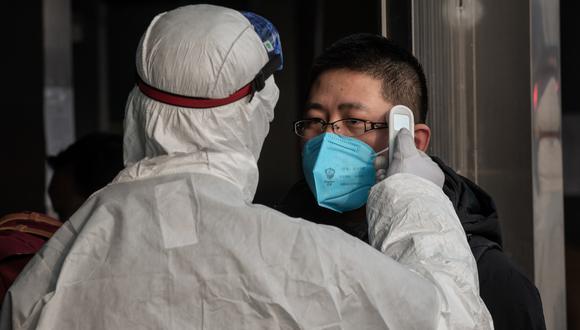 Hasta el momento se han contabilizado más de 2.700 casos, de ellos 80 fueron registrados en la capital china, que tiene 20 millones de habitantes. (Foto: AFP)