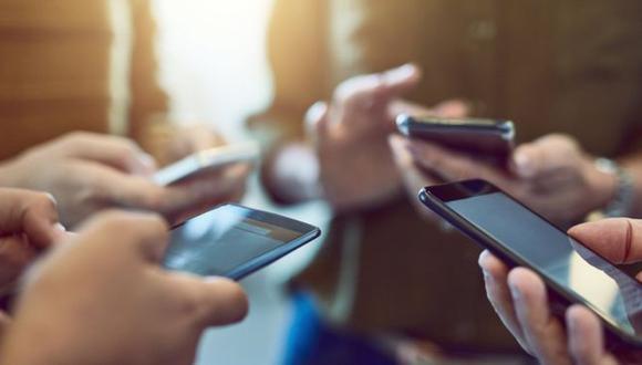 El acceso masivo a internet y el aumento de plataformas de mensajería han hecho de las videollamadas una forma de comunicación diaria para muchos. (Foto: Getty)
