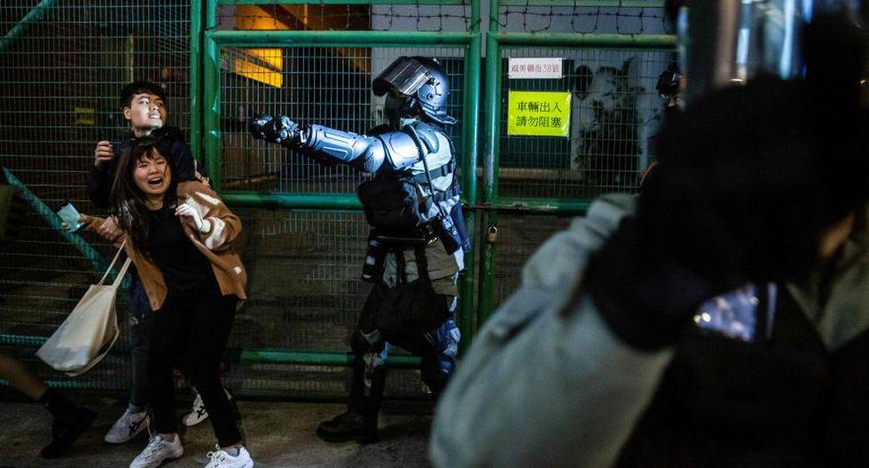 La excolonia británica ha atravesado los últimos meses su crisis más grave desde su retrocesión a China en 1997, con gigantescas manifestaciones, con frecuencia derivadas en choques con la policía, para exigir el mantenimiento de libertades individuales. (Foto: AFP).