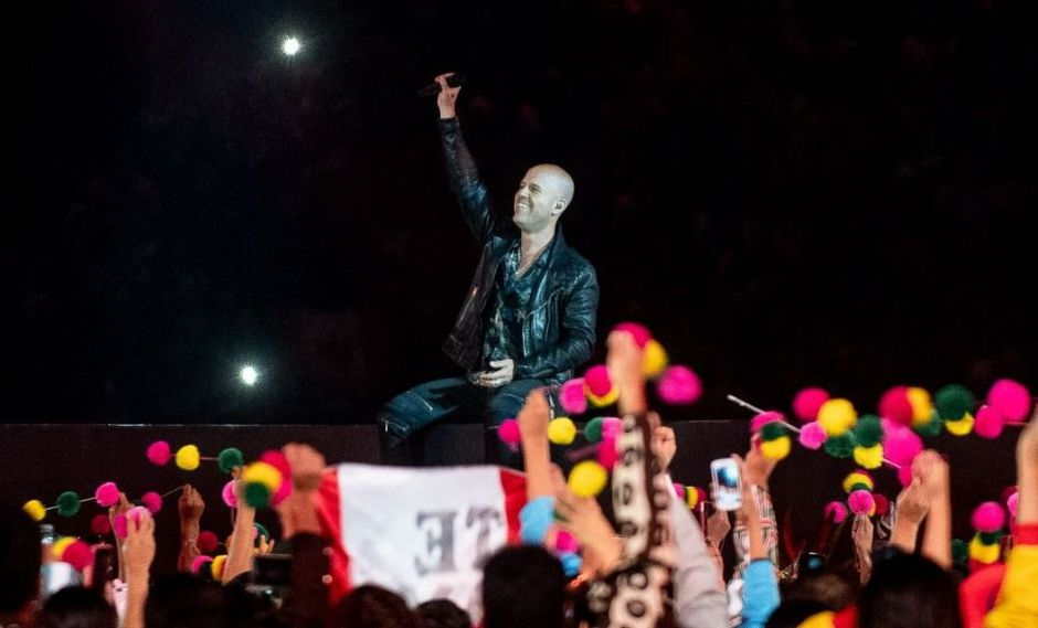 """En su setlist, el artista incluyó sus más conocidas canciones, y con un charango en mano tocó """"Lejos de ti"""", """"Sácala a bailar"""" y """"Hoy"""". Foto: Difusión)"""
