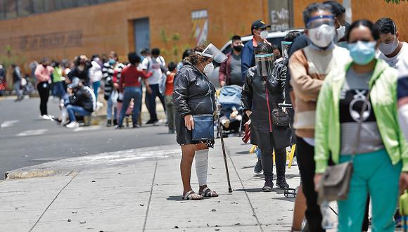 """""""Seguimos insistiendo en la población se cuide con el uso de mascarilla, con el distanciamiento social"""", dijo Cevallos. (Foto: GEC)"""