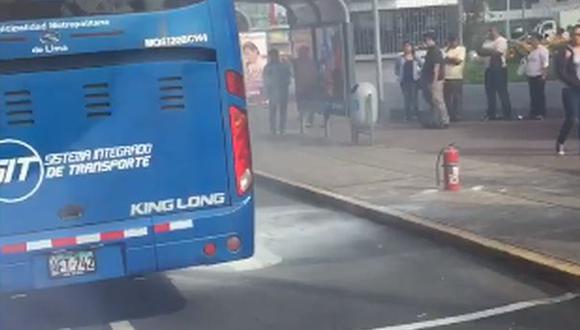 Corredor Javier Prado: bus se incendió y congestionó La Marina