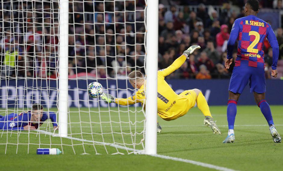 Con esta reacción, Marc-Andre ter Stegen evitó que Barcelona sufriera el 1-0 ante Slavia Praga en el Camp Nou. (Foto: AP/Emilio Morenatti)
