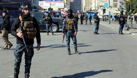 Fuerzas del orden resguardan el mercado de Bagdad en el que, el jueves pasado, hubo un atentado terrorista donde fallecieron más de 30 personas. EFE