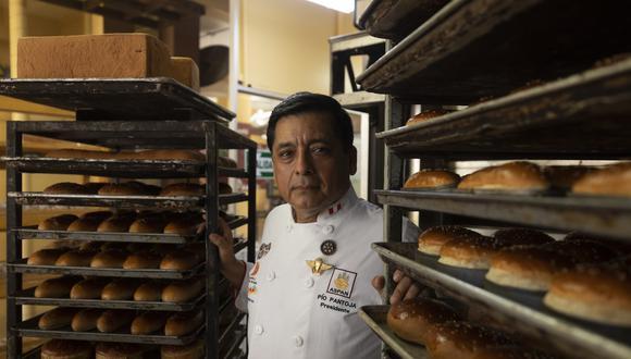 Pío Pantoja Soto, presidente de la Asociación Peruana de Empresarios de la Panadería y Pastelería, indicó que el promedio de consumo de pan al año es de 35 kilos. (Foto: Leandro Britto / GEC)