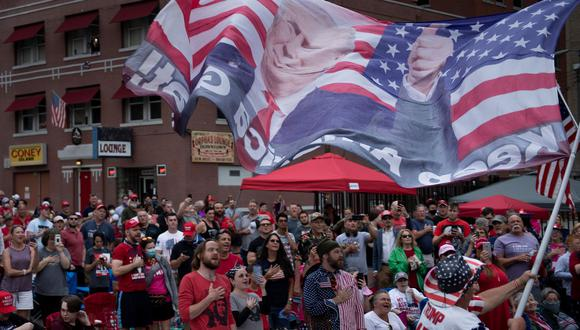 Seguidores de Donald Trump esperan el mitin del presidente de Estados Unidos esta tarde en Tulsa, Oklahoma. (Foto: Brendan Smialowski / AFP).