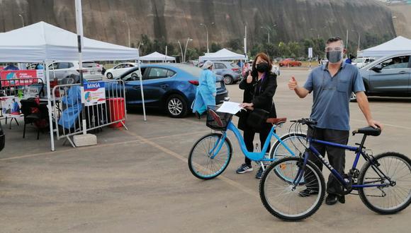 Está al aire libre y tiene por finalidad atender la inmunización de todas las personas que llegan en autos, motocicletas y bicicletas. (Foto: Municipalidad de Magdalena)