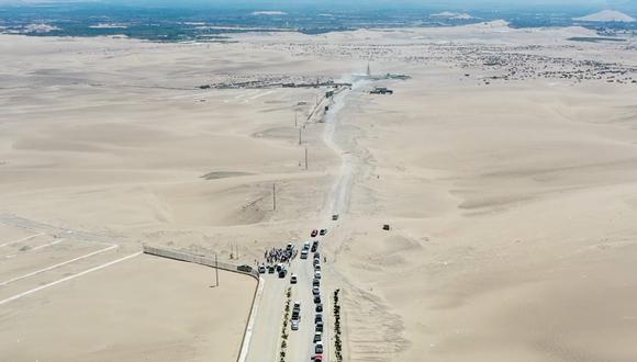 Vista panorámica de la carretera que va de Comatrana, en Ica, a la playa Carhuas, en la Reserva de Paracas. Foto: Gobierno Regional de Ica.