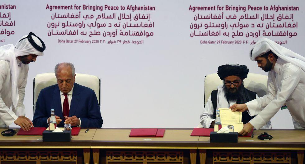 El pacto fue firmado por el representante especial de Estados Unidos para la paz, Zalmay Khalilzad, y, el líder talibán mulá Abdul Ghani Baradar. (Reuters / IBRAHEEM AL OMARI).
