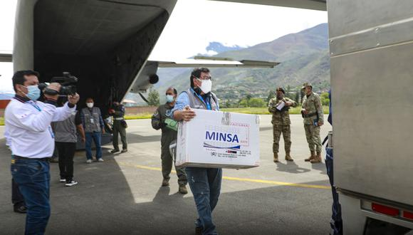 Hoy se trasladaron a Huánuco más de 2 mil vacunas contra el coronavirus, las cuales fueron recibidas por gobernador regional. (Foto: Gobierno Regional de Huánuco)