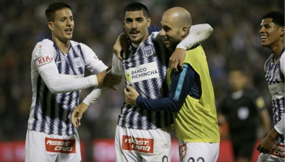 Adrián Balboa (centro) celebra su estreno goleador con el conjunto victoriano junto a Godoy y Federico Rodríguez (con chaleco). El delantero no anotaba desde el 31 de marzo de este año con Antofagasta. (Foto: EC)