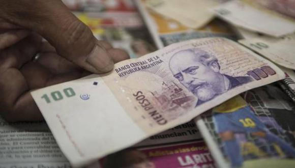 El dólar se apreciaba 2.59% a 42.15 pesos argentinos este viernes. (Foto: AFP)