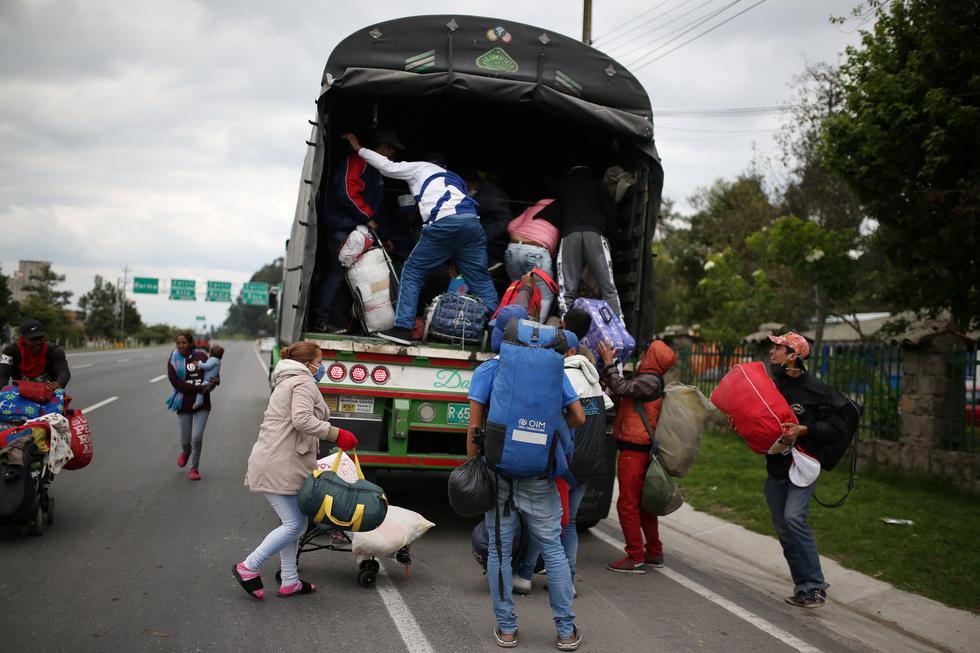 Migrantes venezolanos subiendo a un camión para retornar a su país. La situación para muchos resulta desesperante. REUTERS/Luisa Gonzalez