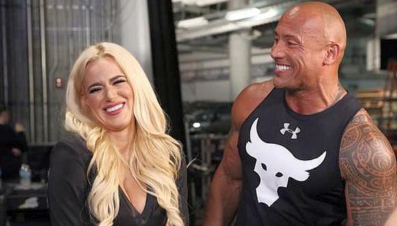 The Rock coqueteó con diva Lana en su regreso a la WWE [VIDEO]