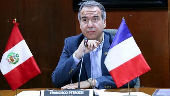 """""""Siento a partir de ahora que nadie me va a poder decir que le enseñe mi voto a una cámara"""", admitió Francisco Petrozzi. (Foto: Congreso)"""
