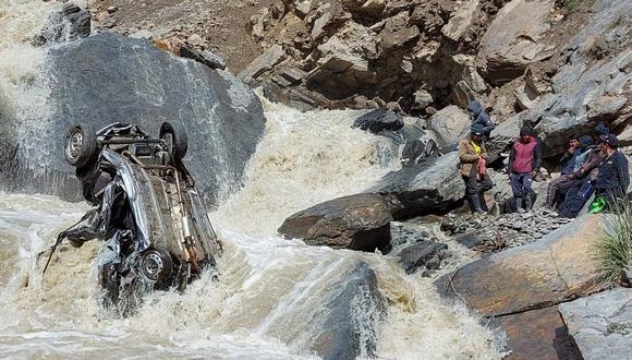 Tres personas sobrevivieron a la caída; sin embargo, sus estados de salud son graves (Foto: Juan Sequeiros)