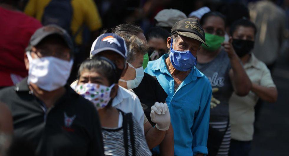 Desde el lunes 31 de marzo, miles de salvadoreños salieron a buscar información sobre el bono de US$ 300 (Foto: EFE)