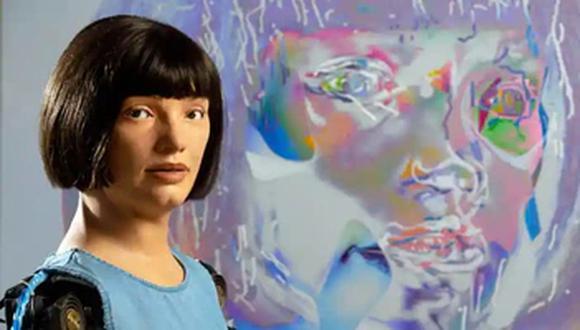 Ai-Da es la primera androide en lograr los primeros autorretratos pintados. (Foto: David Parry/PA)