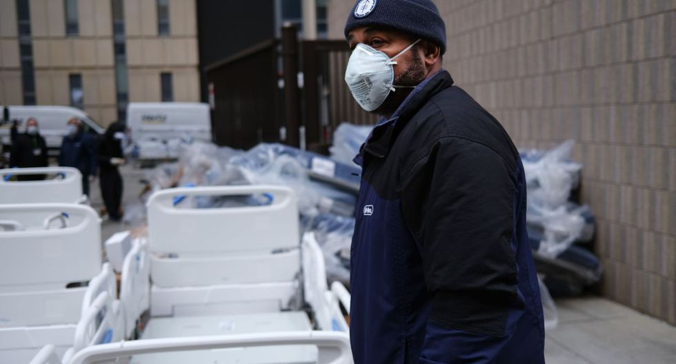 Los hospitales en la ciudad de Nueva York, el epicentro actual del país del brote de COVID-19, enfrentan escasez de camas, ventiladores y equipos de protección para el personal médico. (AFP/SPENCER PLATT).