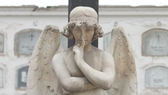 Una de las esculturas del cementerio Presbítero Maestro. Foto: El Comercio.