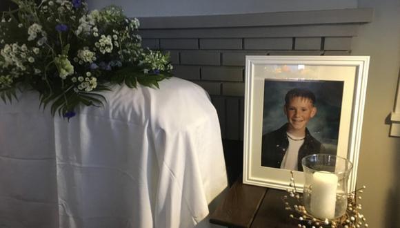 Eli McCann fue sorprendido en su cumpleaños número 33 con la simulación de su propio funeral. (Foto: @EliMcCann / Twitter)