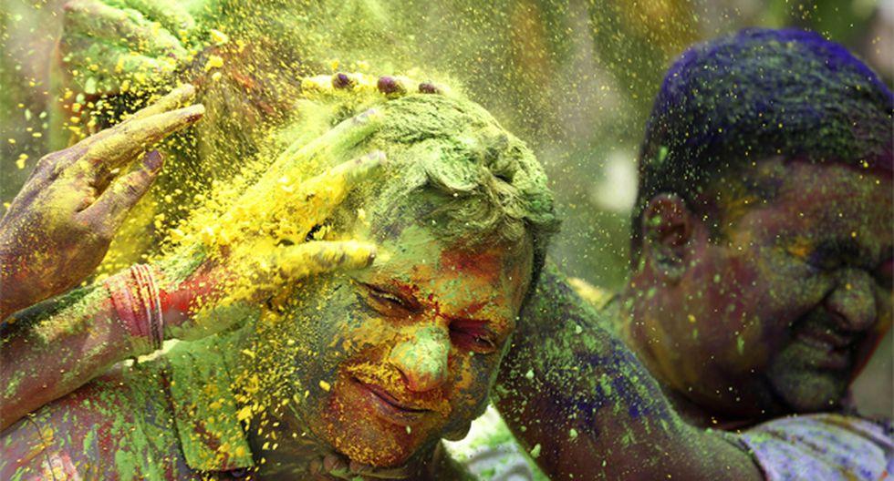 India recibe la primavera con una lluvia de colores - 1