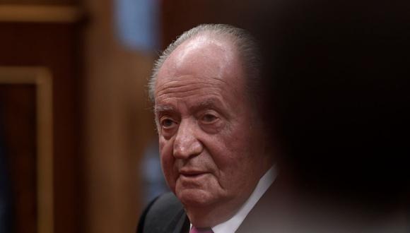 En esta foto de archivo tomada el 6 de diciembre de 2018, el ex rey de España Juan Carlos I asiste a los actos conmemorativos del 40 aniversario de la Constitución española en el parlamento de Madrid. (Foto de OSCAR DEL POZO / AFP).