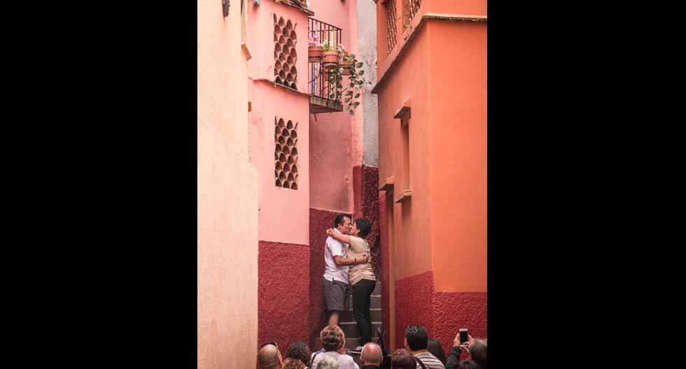 El Callejón del Beso (México).Se dice que, al pasar por el medio del estrecho callejón, las parejas deben darse un beso en el tercer escalón para que su amor perdure para siempre. (Foto: Shutterstock)