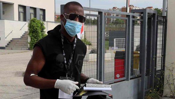 La experiencia de Luis Advíncula con la prueba del hisopado para detectar el Covid-19. (Foto: EFE)