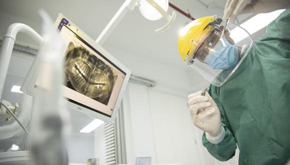 Los odontólogos son un grupo profesional sensible a contagios durante la pandemia. (Foto referencial: José Rojas / El Comercio)