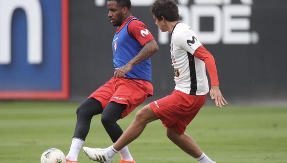 Jefferson Farfán entrena en la Videna junto a los convocados por Ricardo Gareca. El atacante se encuentra sin equipo. (Foto: @SeleccionPeru)