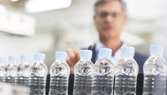 Entre enero y setiembre de 2020, el índice de producción de bebidas no alcohólicas cayó 27,5%, ante la menor producción acumulada de gaseosas (-24,8), agua envasada (-27,4%), bebidas hidratantes (-13,9%), y jugos y refrescos (-36,2%), según el Produce. (foto: Getty).