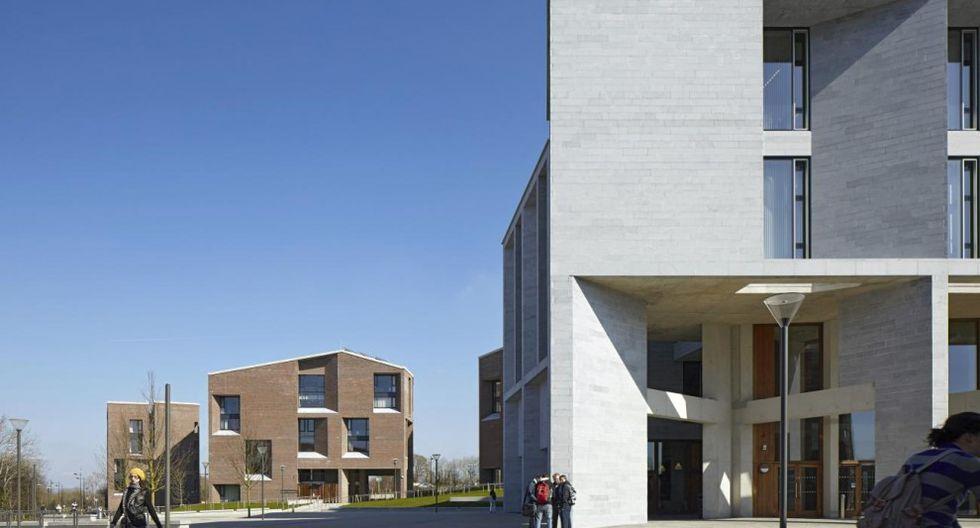 Medical School, University of Limerick (Munster, Irlanda, 2007) Las arquitectas diseñaron esta Facultad de Medicina para la universidad irlandesa de Limerick. Recubierto de cristal y ladrillo, el edificio es una imponente estructura geométrica propia del brutalismo.(Foto: Dennis Gilbert /pritzkerprize.com)