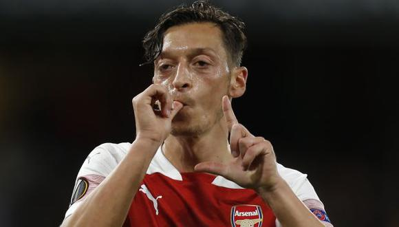 Mesut Özil tiene contrato con Arsenal hasta mediados del 2021. (Foto: AFP)