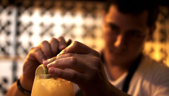 Aprende a preparar tres cócteles sencillos para disfrutar durante el partido. (Foto: Pixabay)