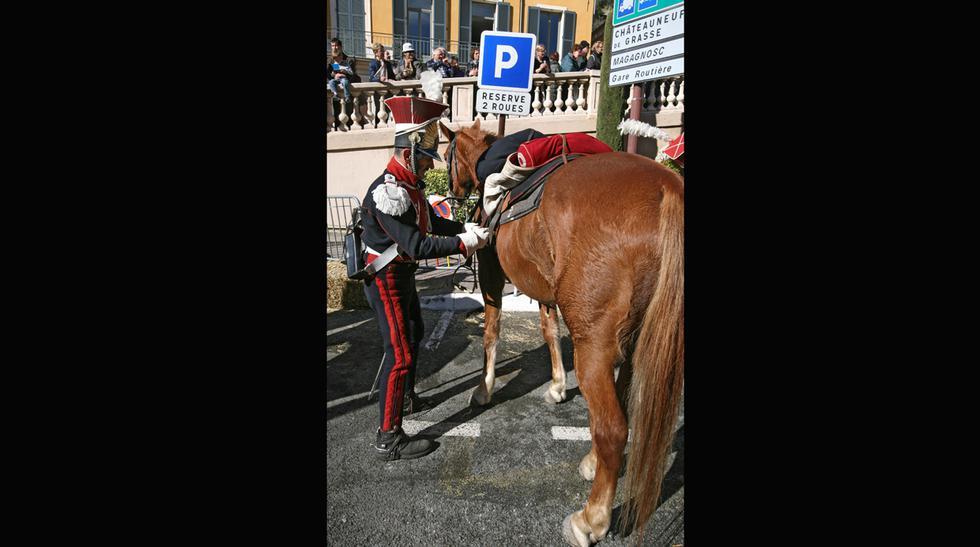 Franceses recrean el regreso de Napoleón de la isla de Elba - 8